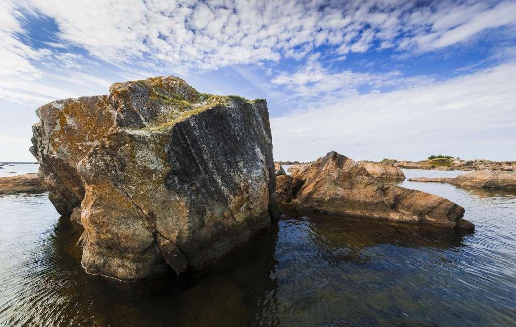Merenkurkun saaristossa on vaikuttavia kivikoita.