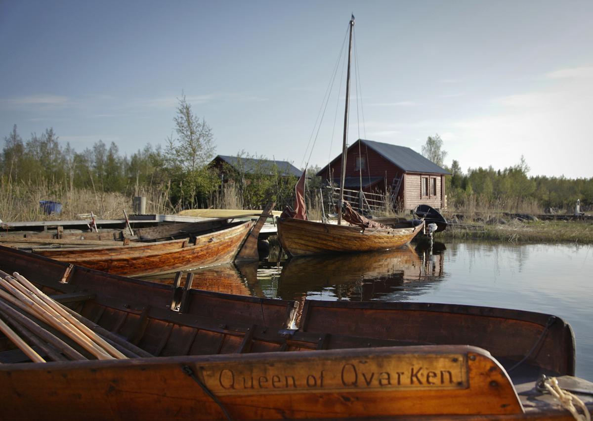 Postisoutuveneitä Svedjehamnissa.