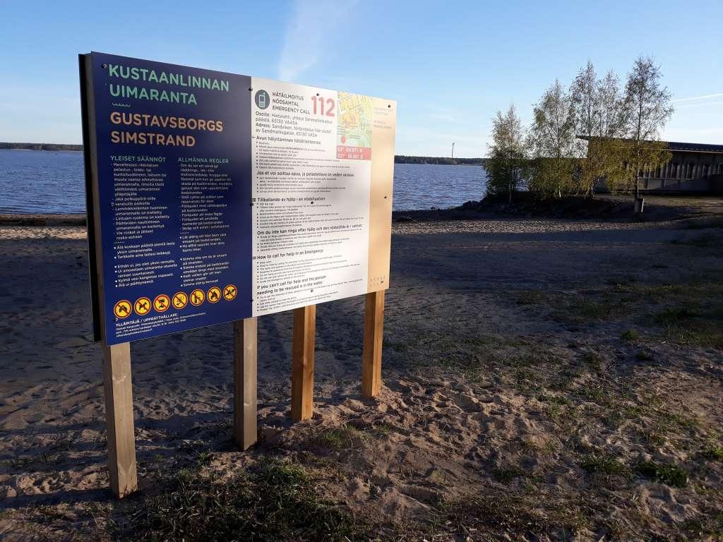 Infokyltti Kustaanlinnan uimarannalla