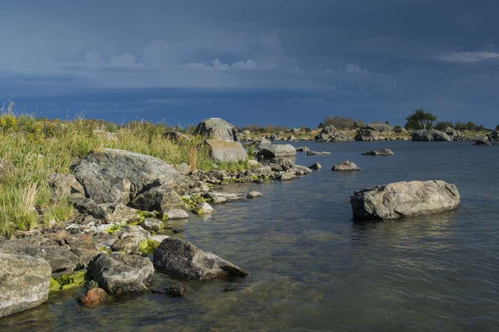Merenkurkun saariston maisemat ovat karuja mutta kauniita.