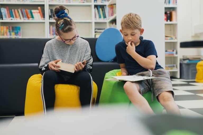Lapset lukee