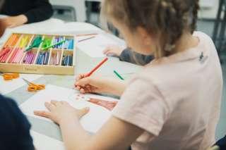 Lapset piirtää