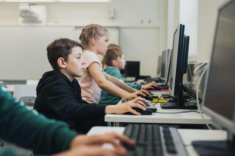 Barn på datorer