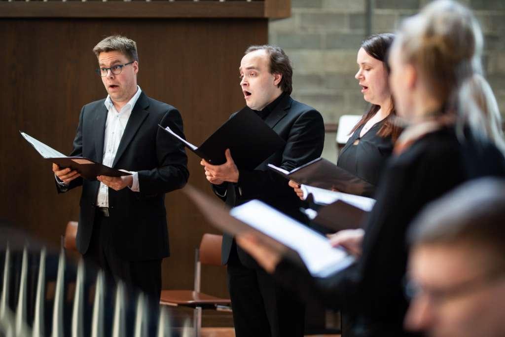 Laulajia kirkossa