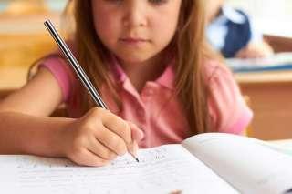 Tyttö koulussa