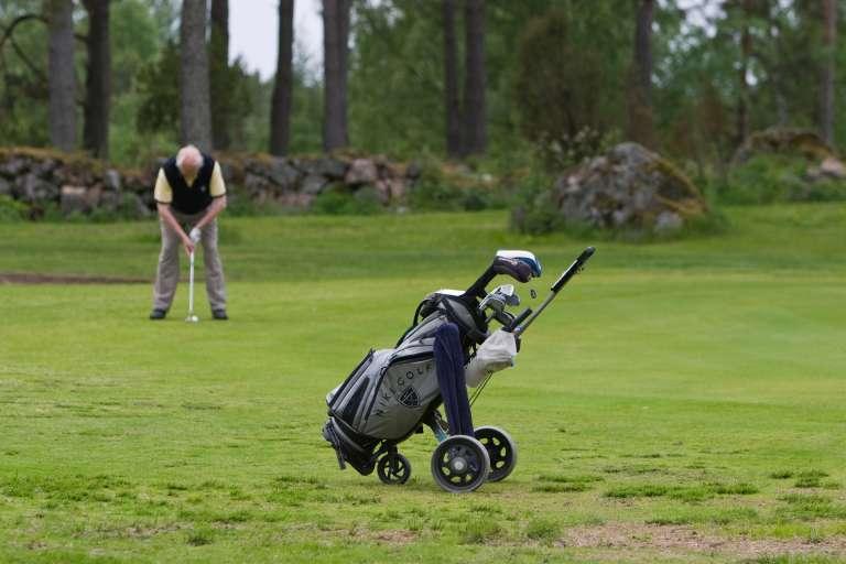 Mies golfaa