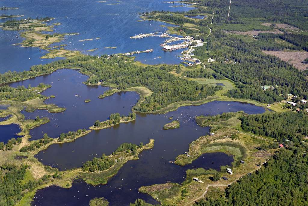 Fladat ja kluuvit muodostavat järvien ketjuja Merenkurkussa.