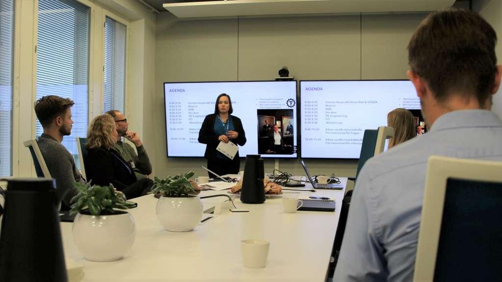 På bilden Jenny Peräsarka från WasaGroup