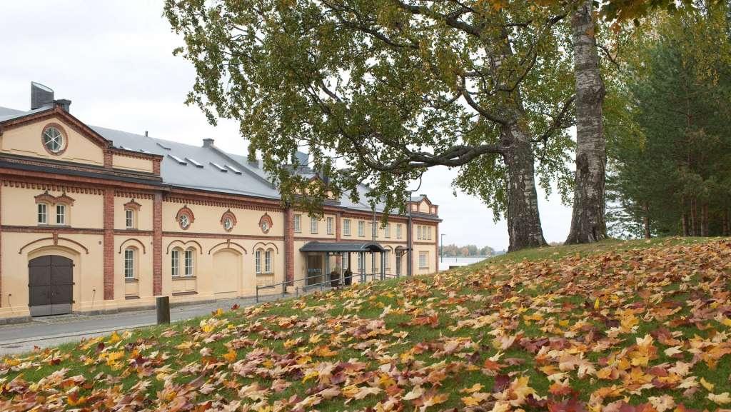 På bilden är Kuntsi museum för modern konst på hösten, fotograf Mikko Lehtimäki