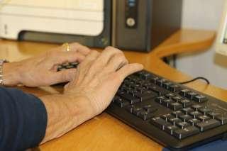 Seniori tietokoneella