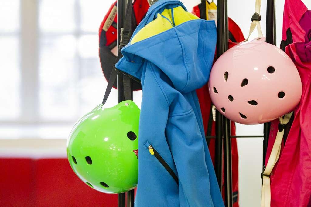 Barnkläder i kappstället 3