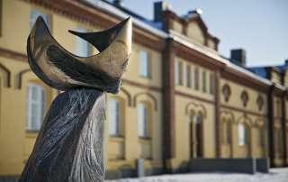 Kuntsin modernin taiteen museon veistospuisto, Sibylla veistos, Laila Pullinen.