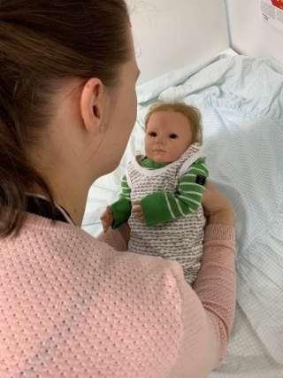 Vauva nostetaan syliin