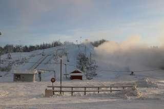 Öjbergetin rinteitä lumetetaan
